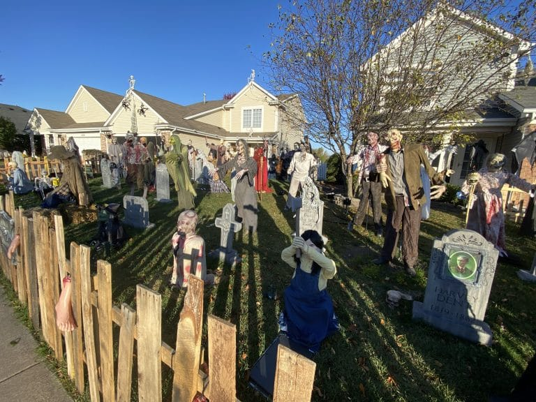 Halloween Houses: Creepers on Carlton in Crest Hill
